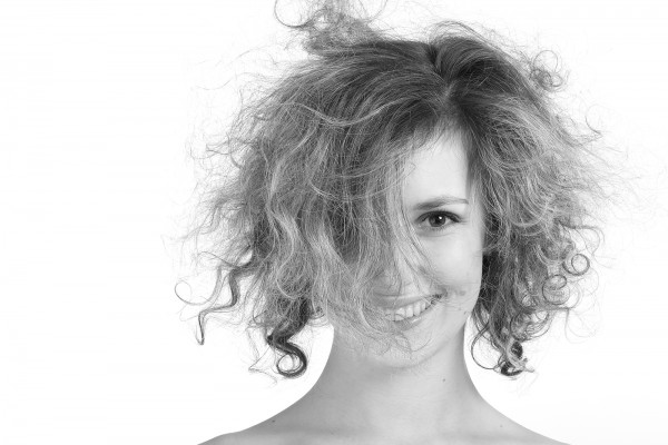 How to tame frizzy hair