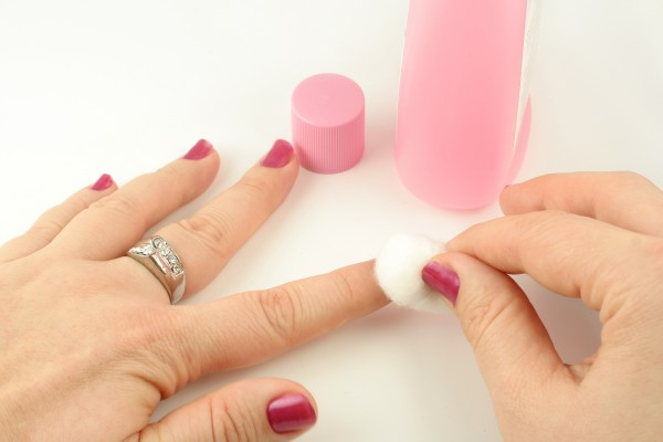 How to remove nailpolish completely from nails