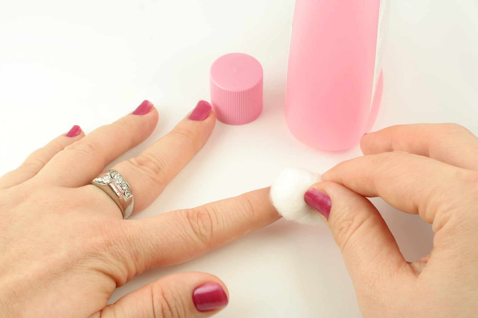How To Completely Remove Nailpolish Color From Your Nails