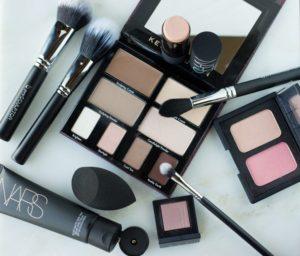 use a detailer makeup brush for precise contouring